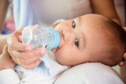 Нужно ли давать воду новорожденным?