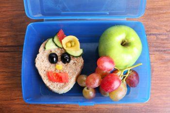Как научить ребенка есть здоровую пищу: 10 простых советов