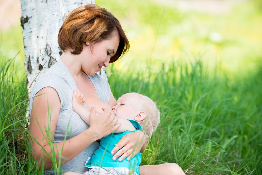 Как правильно кормить ребенка грудным молоком