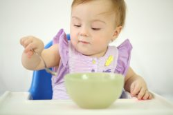 Каша для первого прикорма: когда и как вводить