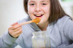 Мед для детей: полезные свойства, применение