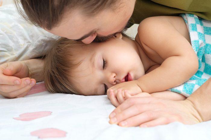 Когда лучше спать ребенку днем