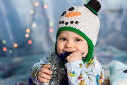 Как отучить ребенка все тянуть в рот