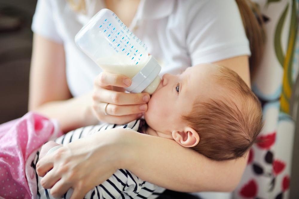 Как правильно кормить новорожденного: в подробностях. Основы: как правильно кормить ребенка грудью и из бутылочки - Женское мнение