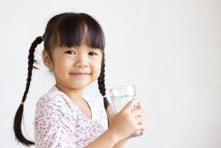Ребенок пьет много воды: причины. Что делать?