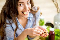 Орехи при грудном вскармливании: польза и вред