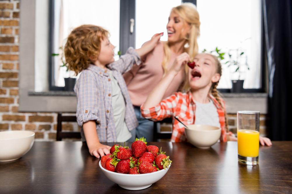 Понос от клубники у ребенка в год