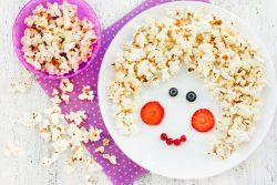Попкорн: полезные свойства и вред для ребенка