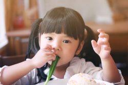 Зеленый лук: польза и вред для ребенка