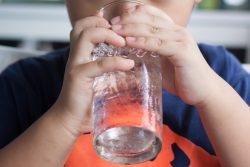 Почему ребенок пьет много воды ночью?