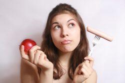Сосиски, колбаса при грудном вскармливании: есть ли польза?